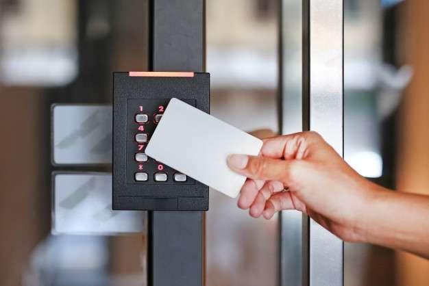 Controle de acesso para portas